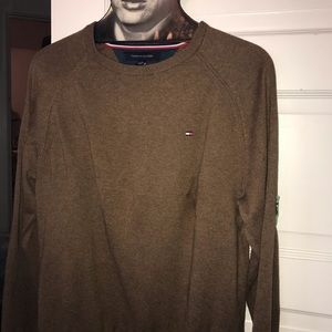 Light Hilfiger men's brown sweater